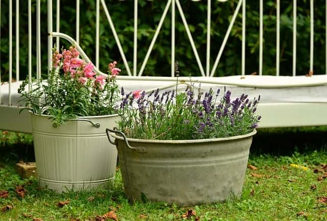 Best DIY Garden Decoration Ideas. 1. DIY Steel Tubs As Flower Pots: