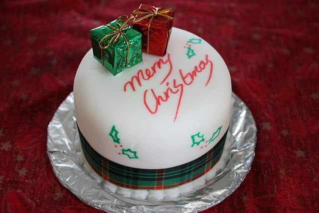 Creamy Christmas Sweet Cake Design