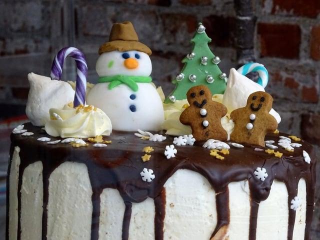 Beautiful Chirstmas Cake Design