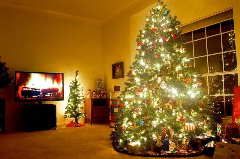 Yellow Screensaver Christmas Tree